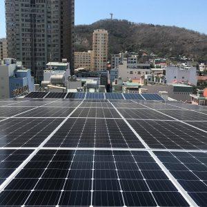 Trăm dự án điện mặt trời cạnh tranh nảy lửa, ai được lợi?