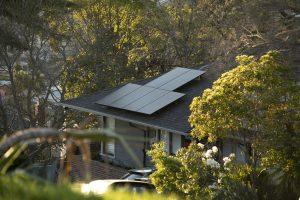 Tại sao hàng xóm đầu tư hệ thống điện năng lượng mặt trời giá rẻ hơn của tôi?