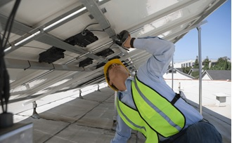 kiểm tra hệ thống điện năng lượng mặt trời